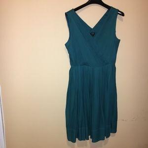 NWOT Sleeveless silk chiffon Vneck green dress 12P