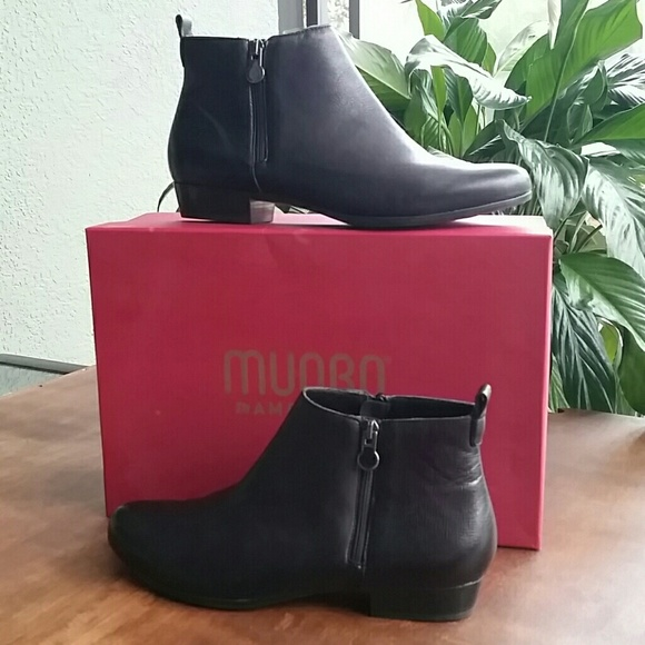 773432f44 Munro Lexi boot. Black leather. Size 9.5. M_59c0444d6a583088ae014494