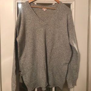 Grey women's Gap sweater