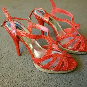 White House Black Market size 8M heels