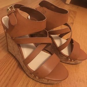 GUESS chestnut wedges