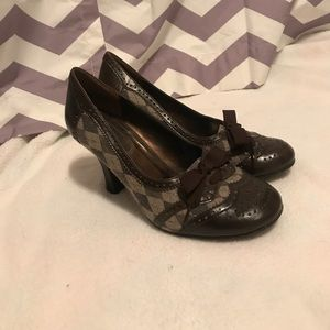 Bongo brown heels with a bow