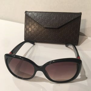 GUCCI AUTHENTIC SUNGLASSES WITH MONOGRAMMED CASE