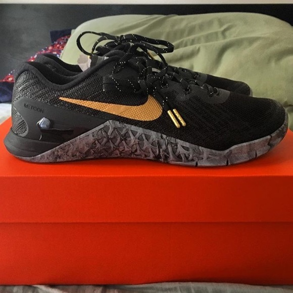 5a8e6c28a10f Nike Metcon 3 AMP women s black gold sneakers cros