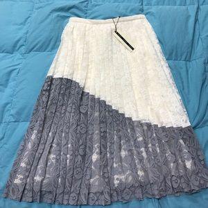 NWT. TOPSHOP Skirt. 6.