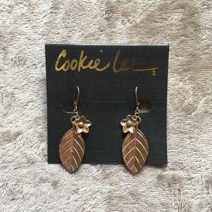 NWT! Super cute leaf and flower earrings.