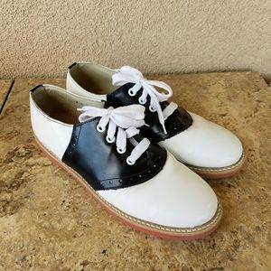 Shoes - Willits Classic Saddle Shoes Size 8C