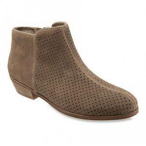 Softwalk Rocklin tan Suede Perforate booties