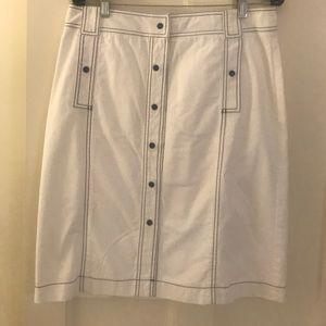 Banana republic white with navy detailing skirt