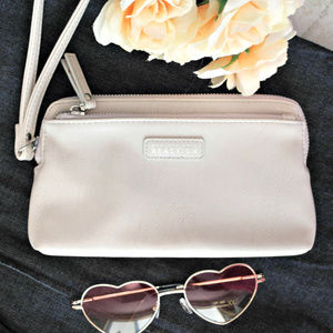 ♡ Kenneth Cole Reaction ♡ wristlet Gently used.