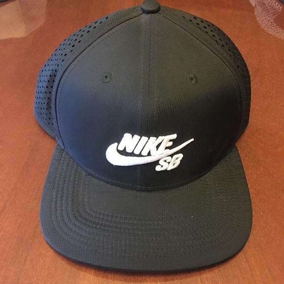 Nike Sb performance pro reflective trucker hat. M 59bf60a55c12f8dde0003e23 58216e28b8b