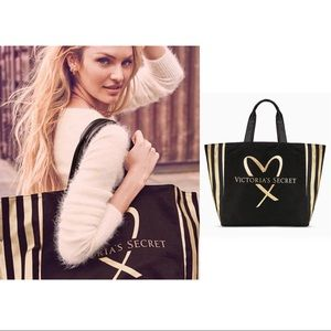 BNWT VICTORIA'S SECRET LOVE TOTE LIMITED EDITION