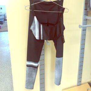 NWT ONZIE gray graphic long legging!