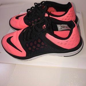 22f5cfede19 Shoes - Nike running fs lite run 3 size 6 Lava glow