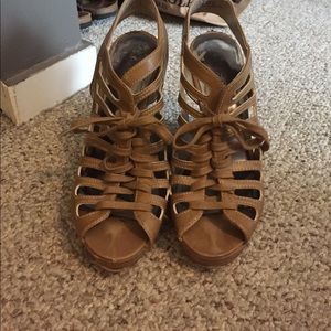 Guess size 5 1/2 wedges previously loved