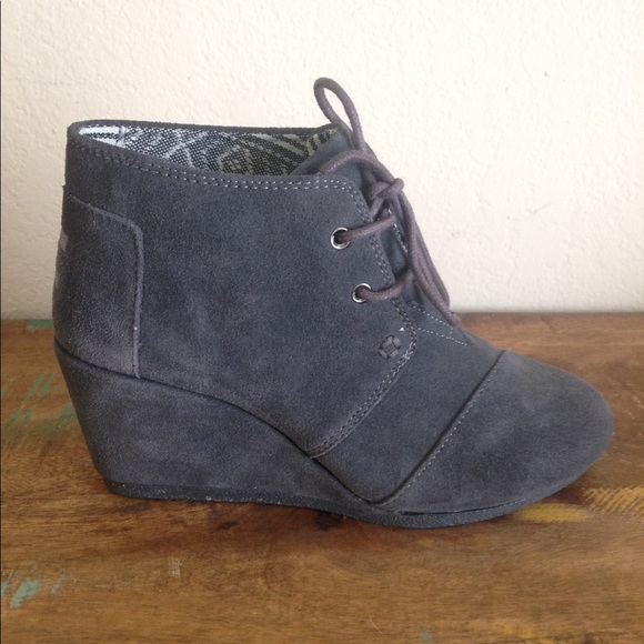 ce416021a7d M 59bff5b86802782201016992. Other Shoes you may like. Toms Women s Booties  Size 9.5. Toms Women s Booties Size 9.5