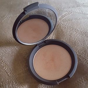Opened Becca Champagne Pop Highlighter