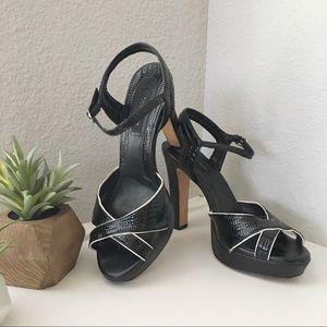 🆕WHBM Black/White Open Toe Heels
