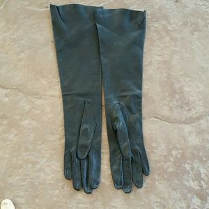 Accessories - Elbow length black leather gloves