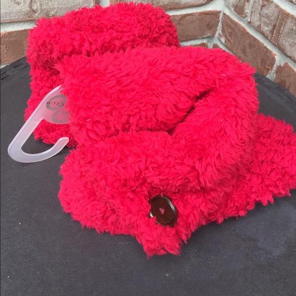 22cb0f61ecd NEW Charter Club red fuzzy slippers size 6.5-7.5