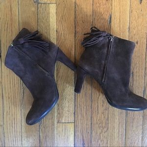 HP!  Anne Klein Suede Fringe Ankle Boots 8M