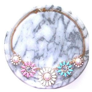 Jewelry - Brand New Floral Necklace