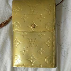 Handbags - Louis Vuitton purse authentic