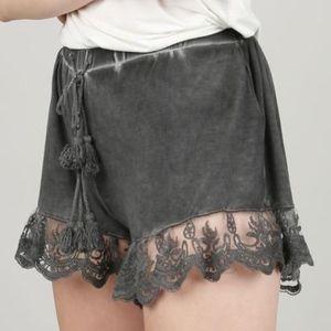 Pants - Velvet lace shorts