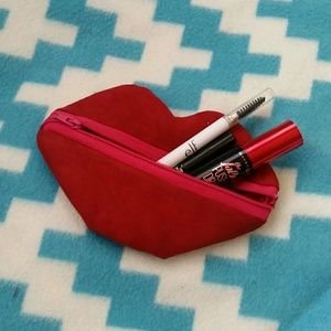 Mini red lips pouch.