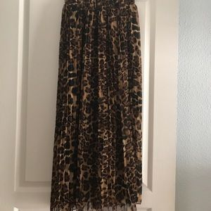 Dresses & Skirts - Leopard skirt! New without tags! Elegant!