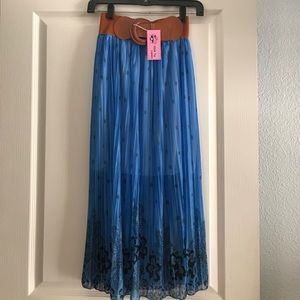 Dresses & Skirts - Skirt in nylon, new with tags! Never used!