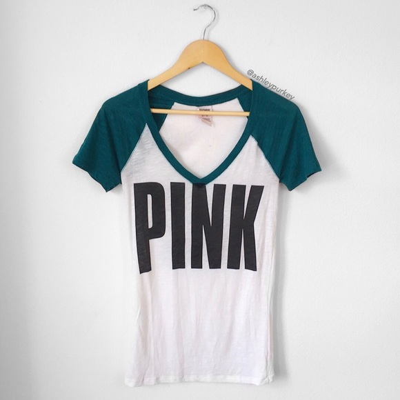 f65f3e3927f22 ❤️CLEARANCE❤️ white & green VS PINK v neck shirt NWT
