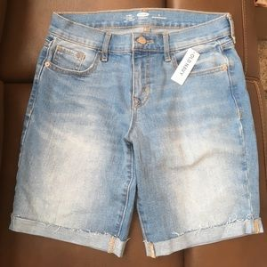 Old Navy NWT fitted slim Bermuda shorts size 4