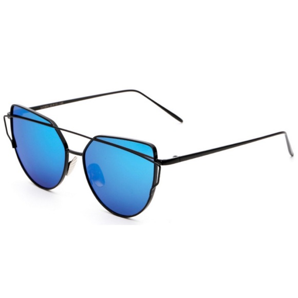 Accessories - NEW • Black and Blue Modern Sunglasses
