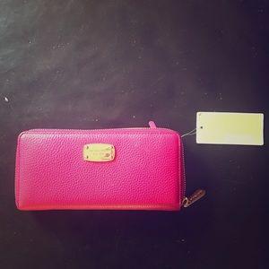Nwt Michael kors wallet
