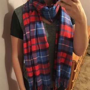 Gap scarf hardly worn and in excellent condition!