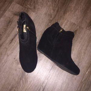 BRAND NEW Dolce Vita black booties! Size 7