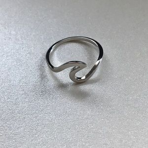 Jewelry - 🎉new🎉 boutique silver wave ring