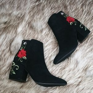 Strut! Shoes - 🆕//The Carly// Black flower embroidered booties