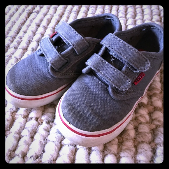 b2d7fc49b1b0 Toddler boys Classic Velcro Vans