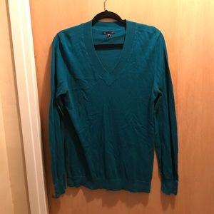 Vneck lightweight sweater