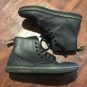 Dr. Martens Air Wair US Size 8 (missing lace)