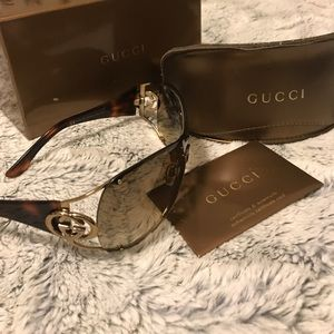 Gucci tortoise brown shield sunglasses w/ gold Gs