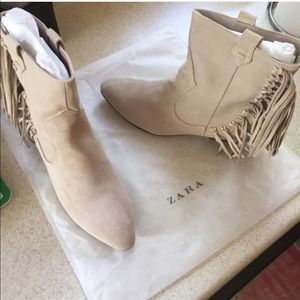 NEW 🎀 ZARA BEIGE COLOR ANKLE BOOTS