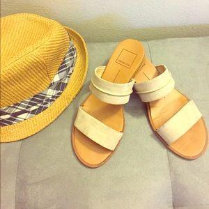 Super cool sandals 💛🌻🤗