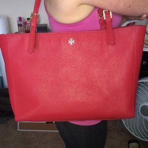 Mint Tory burch red York buckle tote