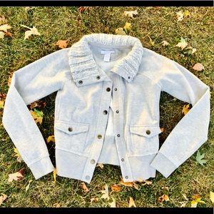 Grey-knit collared-buttoned sweatshirt jacket