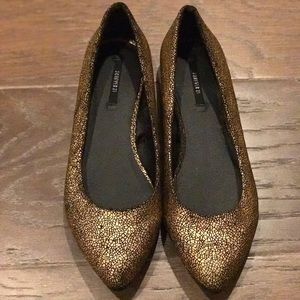 F21 Black & Gold Crackle Print Flat NWOT