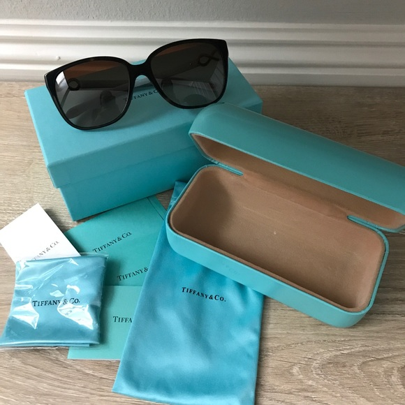 707c93a85503 BNIB Tiffany   Co Square Infinity Sunglasses! 🕶