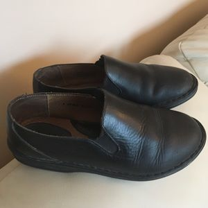 Born black flat shoes 8M/W. Good condition.
